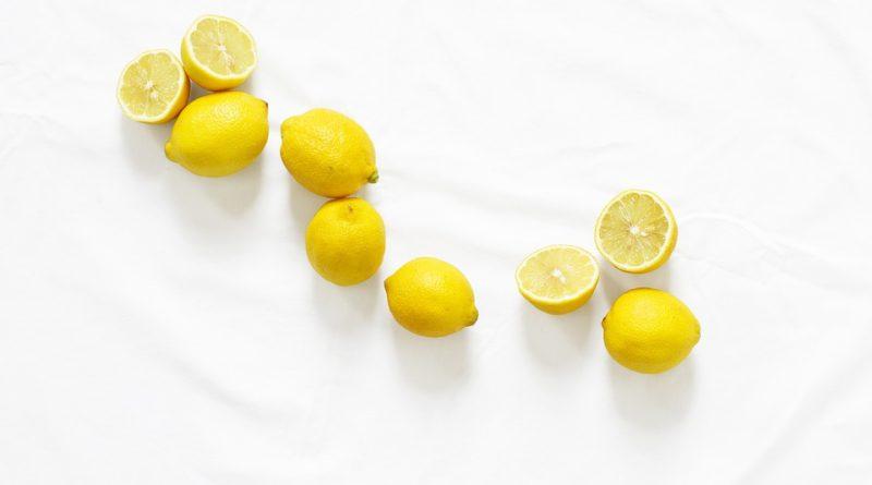 Mladá s vitamínem C