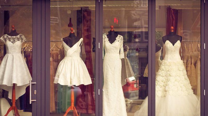 svatební šaty nemusí být jen dlouhé