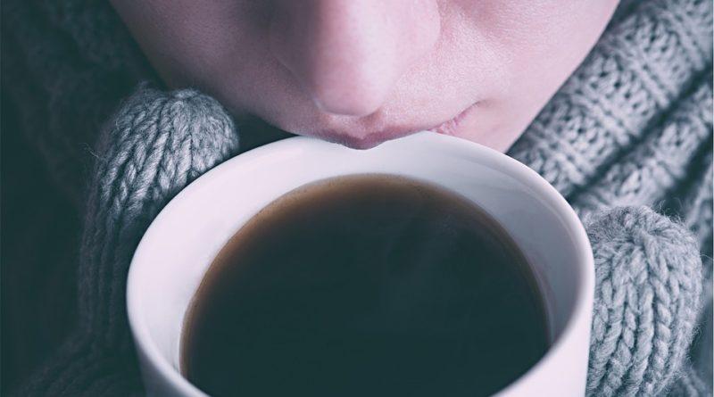Čím nahradit kávu? Zbavte se své závislosti na nápoji, který člověka dehydratuje
